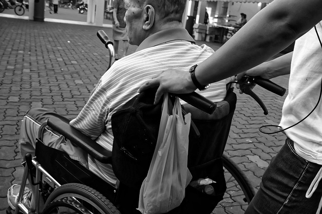 anciano-tercera-edad-pobreza-exclusion-dependencia-diversidad-funcional