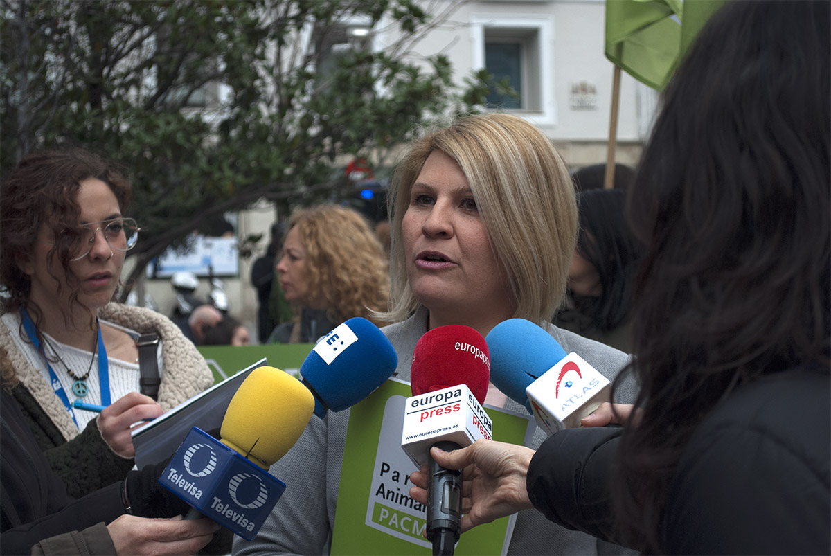 """La presidenta del Partido Animalista, Silvia Barquero: """"Ha llegado la hora de que los diputados se muevan para poner en marcha la Ley Cero""""."""