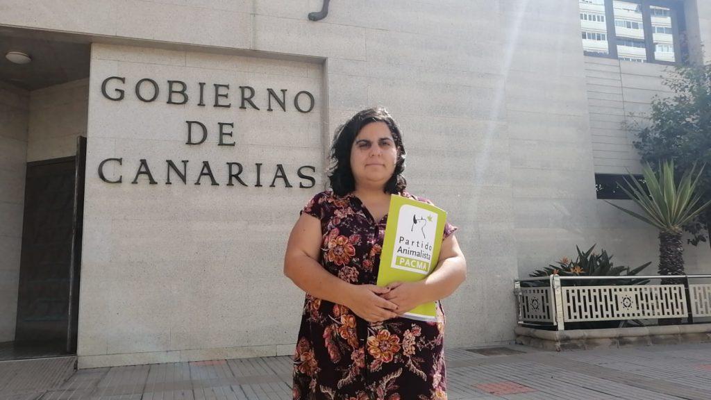 Iris Sánchez presenta en Gran Canaria 40 medidas contra el maltrato animal en Canarias